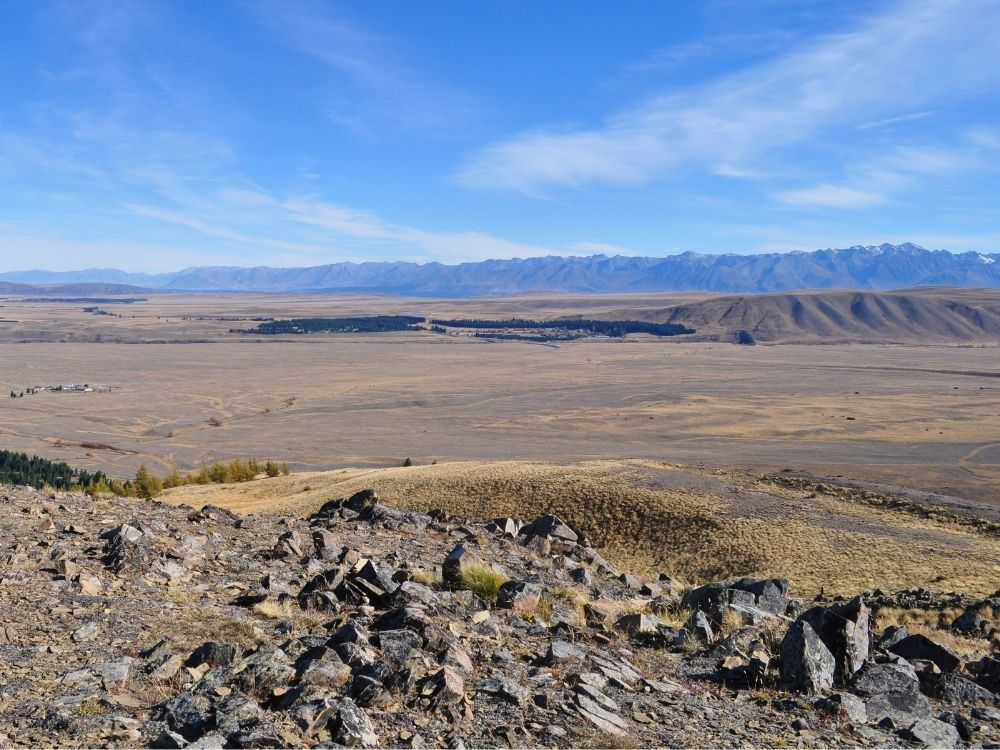 Free Richmond Trail in Tekapo - South Island - New Zealand - View looking over the tussock and mountains