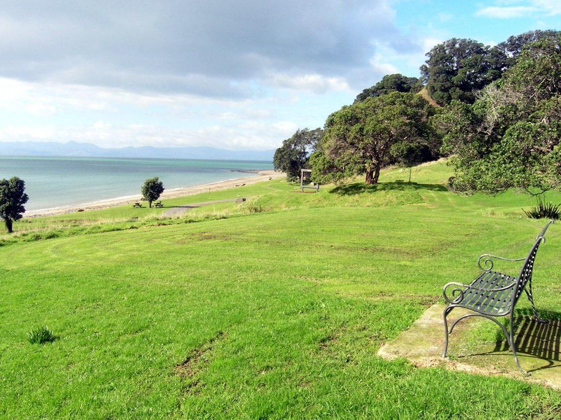 Start walking down the beach|||||||Tapapakanga Regional Park Walk