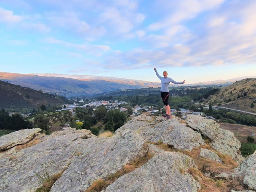 Free Roxburgh Walking & Hiking Guide - Otago Region - New Zealand - Top of Frog Rock overlooking Roxburgh town