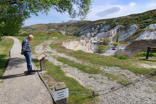 Start of the loop walk around St Bathans from the car park